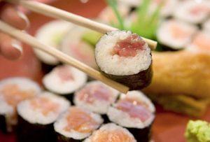 Comiendo-sushi